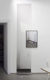 Photography Out of Germany – Sofia Hultén, Annette Kelm, Heinz Peter Knes, Alwin Lay, Michael Schmidt, Kathrin Sonntag, Tobias Zielony. - Kathrin Sonntag, END OF QUOTE, 2017. Photograhic wallpaper, 105 x 24 in, ed. 3.