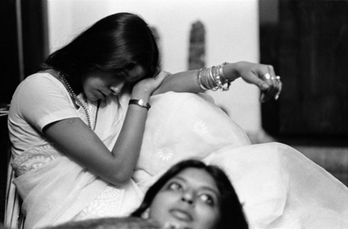 Pablo Bartholomew – Outside In - Nommie and Bina, New Delhi, 1976. Gelatin silver print, edition of 10 (+3 AP), 16 x 24 in.