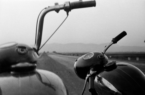 Pablo Bartholomew – Outside In - Somewhere on the Bombay Poona Highway, 1974. Gelatin silver print, edition of 10 (+3 AP), 16 x 24 in.