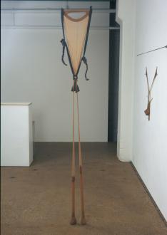 Senga Nengudi – Répondez s'il vous plaît - Senga Nengudi, R.S.V.P. 1975-77. Nylon mesh, sand, 8 x 1 feet.