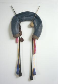 Senga Nengudi – Répondez s'il vous plaît - Senga Nengudi, Inside/Outside, 1977. Nylon mesh, rubber, foam, 5 x 2 feet.
