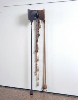 Senga Nengudi – Répondez s'il vous plaît - Senga Nengudi, Insides Out, Spring 1977. Nylon mesh, metal, sand, 1 x 10 feet.