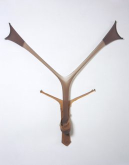 Senga Nengudi – Répondez s'il vous plaît - Senga Nengudi, R.S.V.P. V, Fall 1976. Nylon mesh, sand, 4 x 3 feet.