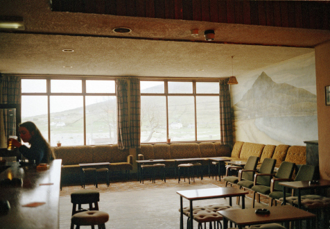 Tom Wood – Men and Women - Slievemore (You're Never Alone at the Strand), 1986. C-print, edition of 7 (+2 AP).